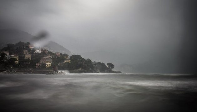 В Италии река вышла из берегов, людей эвакуируют