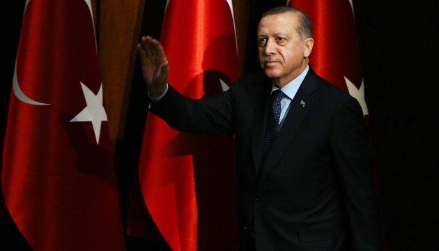 Ердоган запевняє, що не стане диктатором – є скринька для голосування
