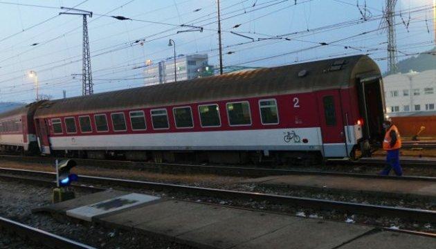В Словакии пассажирский поезд сошел с рельс