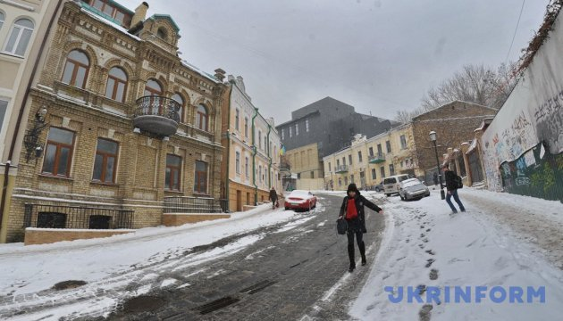 На Андреевском спуске презентовали новый фасад Театра на Подоле