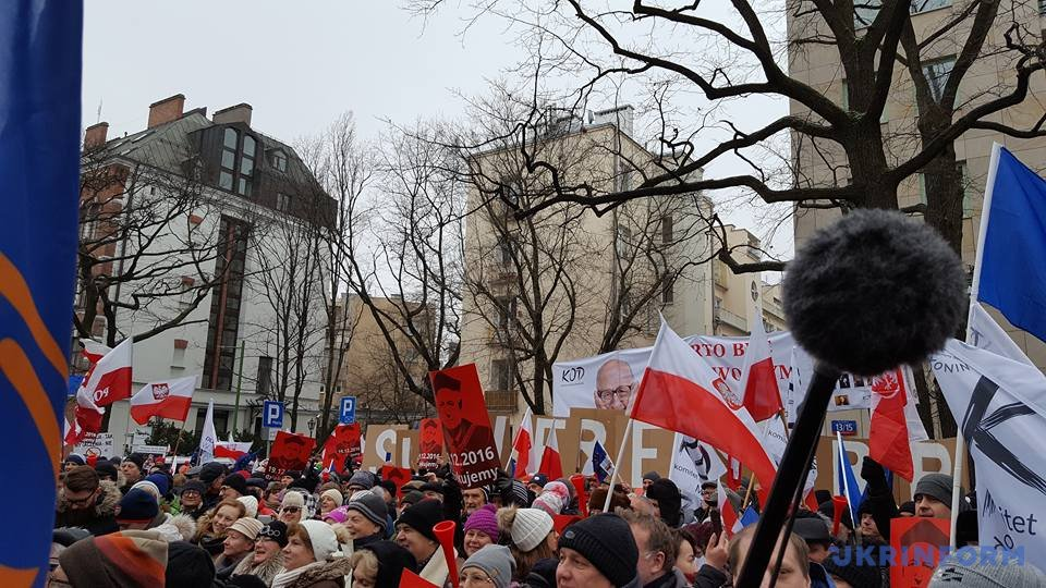 Политический кризис в Польше: оппозиция собрала многотысячный митинг. ФОТО