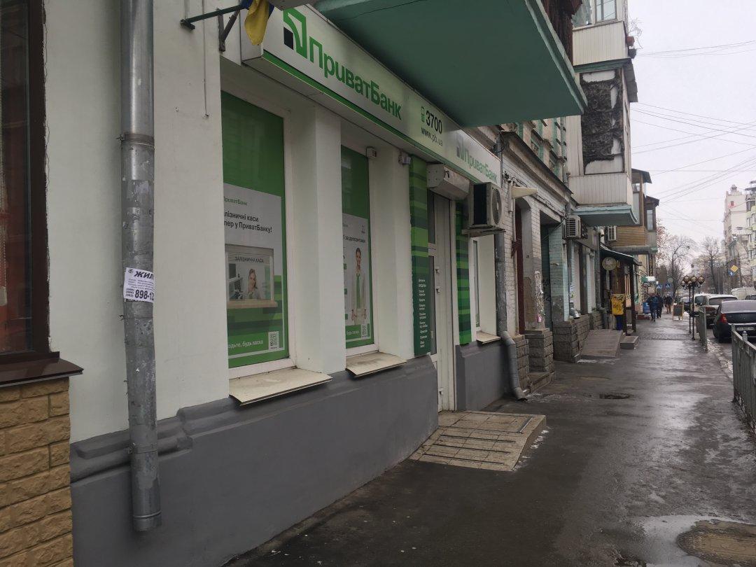 Вулиця Волоська, 32 (Контрактова площа)