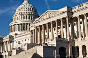 Сенаторы приняли присягу для судебного рассмотрения импичмента Трампа