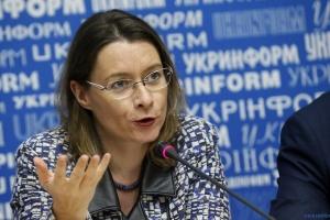 仏大使、ウクライナの民族楽器の演奏を披露