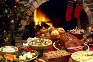 Оливье, шуба и деликатесы - во сколько обойдется новогодний стол