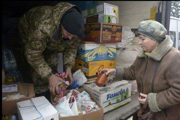 Les habitants des villages dans la zone du conflit ont reçu des médicaments, des produits alimentaires et des journaux