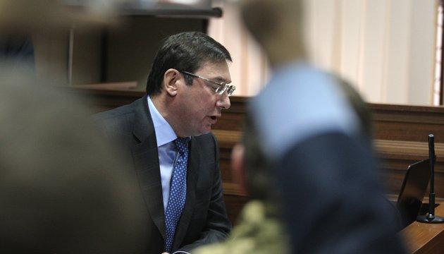 Луценко объявил выговор прокурору за кражу талонов на горючее