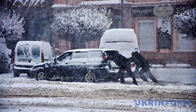 Украинских водителей предупреждают о сложных погодных условиях