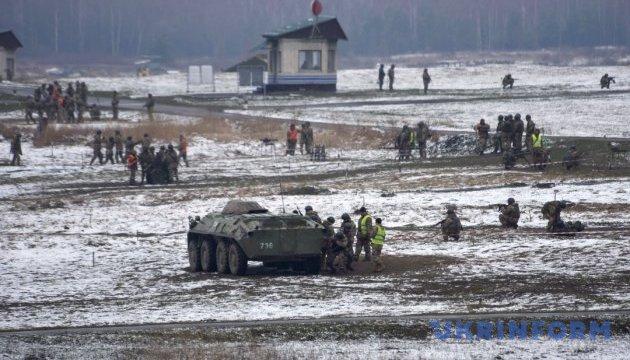 На Яворовском полигоне во время учений резервист ранил военного