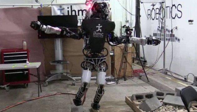 Робот Atlas научился ходить по руинам