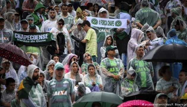 Тіла футболістів, які загинули в авіакатастрофі, прибули до Бразилії