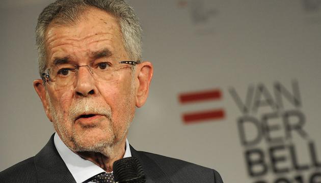 Österreichs Präsident verknüpft