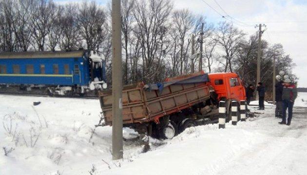 Потяг «Москва –Хмельницький» зіткнувся з вантажівкою