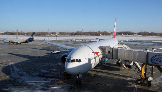 «Бориспіль» чистять від льоду: літаки сідали на резервних летовищах або поверталися