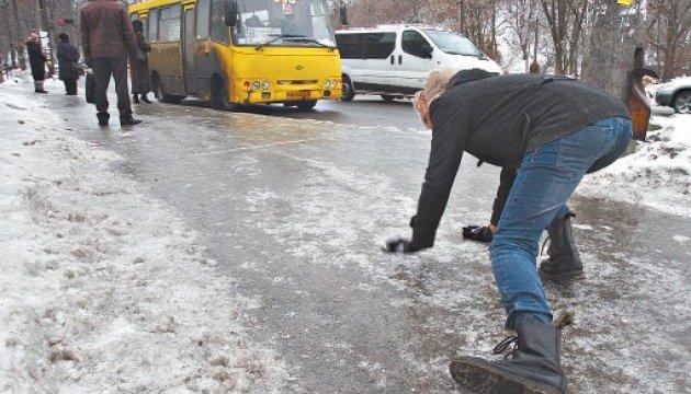 У Києві ожеледиця вкладає людей до лікарень