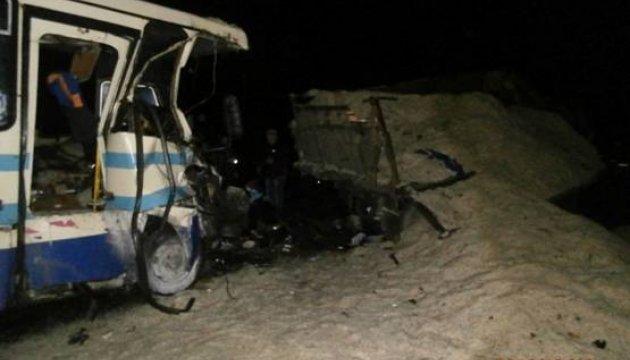 На Львівщині маршрутка влетіла у вантажівку, двоє загиблих