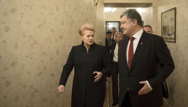 Presidents of Ukraine, Lithuania sign road map for 2017-2018