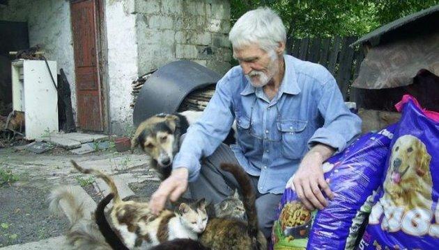 Не залишай нас в АТО: волонтери привезли на Донбас 30 тонн кормів для тварин