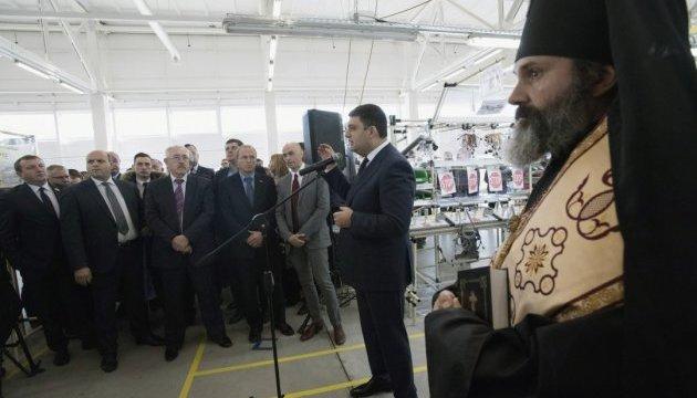 Гройсман взяв участь у відкритті заводу в Чернівцях