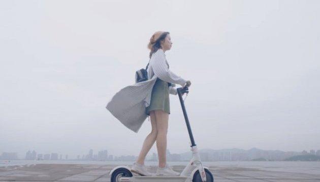 Китайці показали електричний самокат Mijia