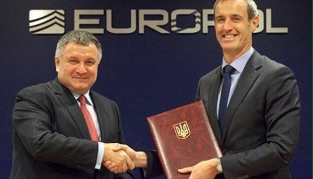 Аваков у Нідерландах підписав угоду з Європолом