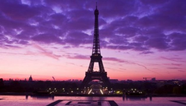 Ні геноциду в Сирії: Франція погасила вогні Ейфелевої вежі