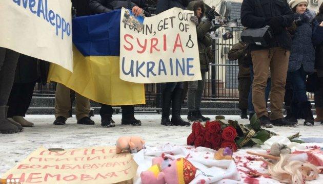У Києві під посольством Росії вимагають припинити бомбардування Алеппо