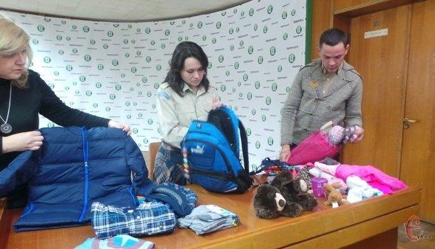 Українці США передали подарунки дітям АТОшників з Хмельниччини