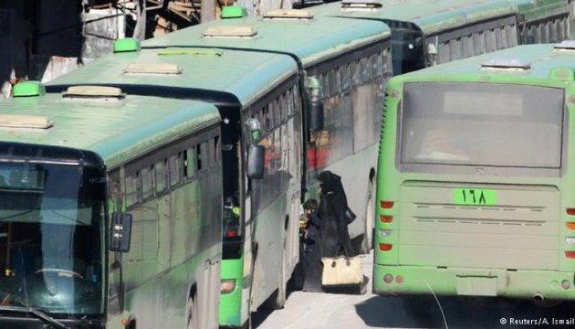 Повстанці заблокували під Алеппо автобуси з 3000 біженців - правозахисники