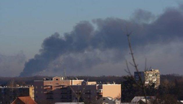 Під Києвом масштабна пожежа – горять склади