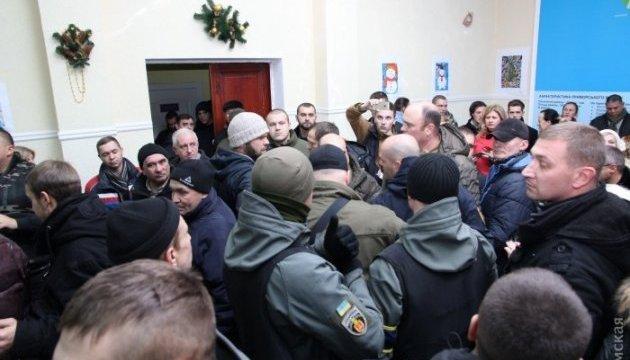 В Одессе из-за декоммунизации случилась потасовка со слезоточивым газом