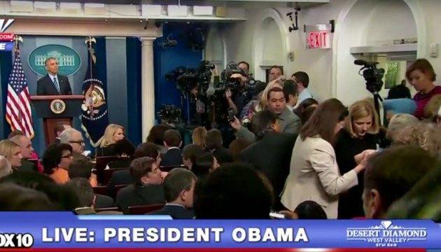 Обама перервав виступ перед пресою через знепритомніння журналістки