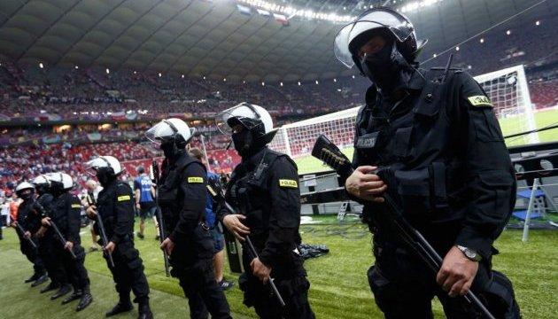 В Польше фанаты надавали пинков футболистам за проигрыш