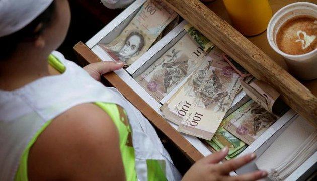 Венесуэла продлила обращение купюры в 100 боливаров