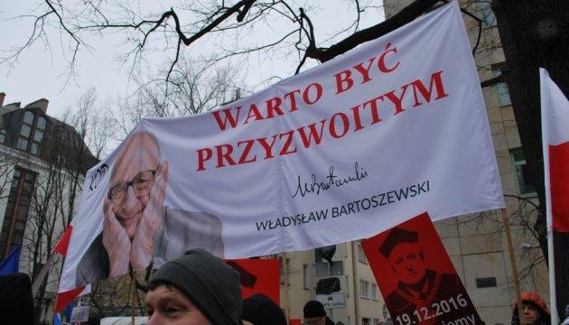 Польская оппозиция требует доступа СМИ в Сейм и переголосования