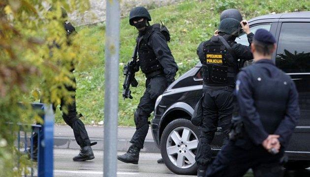 Хорватська поліція обстріляла фургон з мігрантами, є поранені