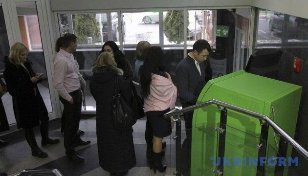 В киевском метро установят банкоматы ПриватБанка