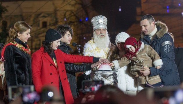 Марина Порошенко відкрила головну ялинку країни
