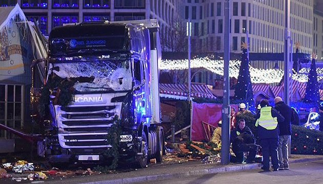 Теракт в Берліні: поліція знайшла у вантажівці відбитки пальців