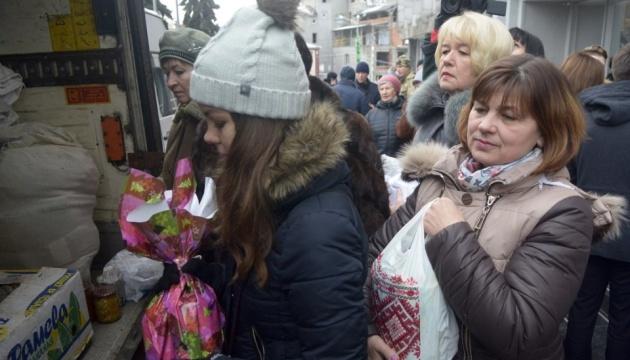 Donbass : 20 tonnes d'aide humanitaire transferrée dans les zones proches de la ligne de front