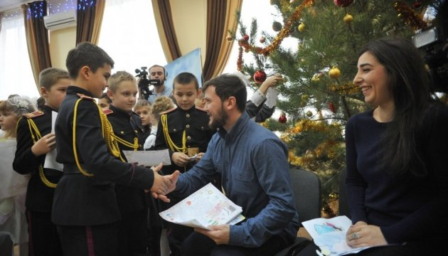 Christmas marathon of writing letters to Ukrainian political prisoners starts in Kyiv