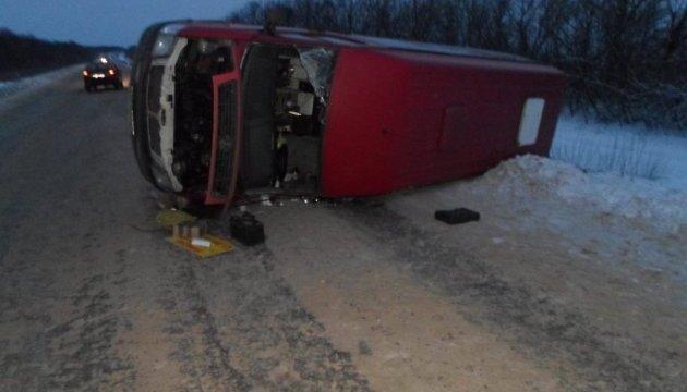 На Луганщині перекинувся автобус, п'ятеро осіб травмовані