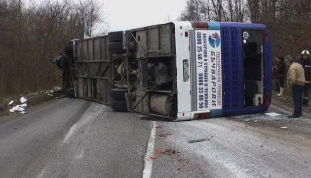 У Болгарії легковик влетів в автобус, троє загиблих