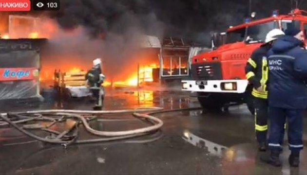 У пожежі на ринку в Києві загинула людина - ДСНС