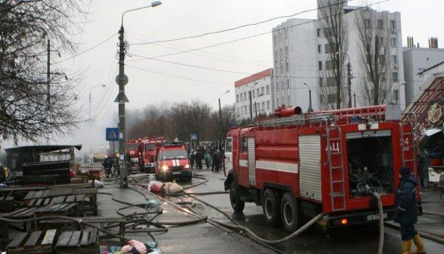 Пожежу на ринку секонд-хенду в Києві ліквідовано - ДСНС