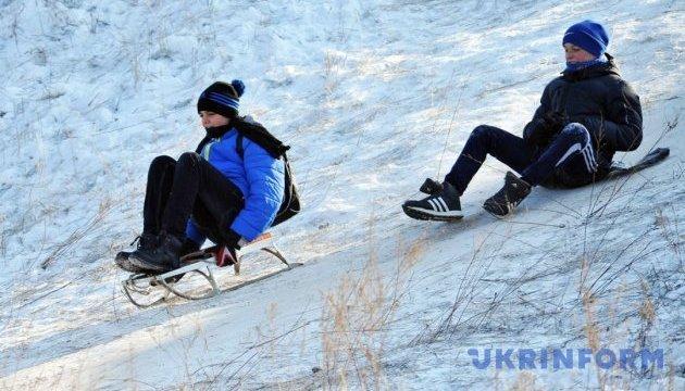 Украинцам обещают в понедельник небольшой мороз и снег