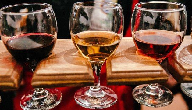РФ хоче всупереч санкціям везти кримське вино на виставку в Італію