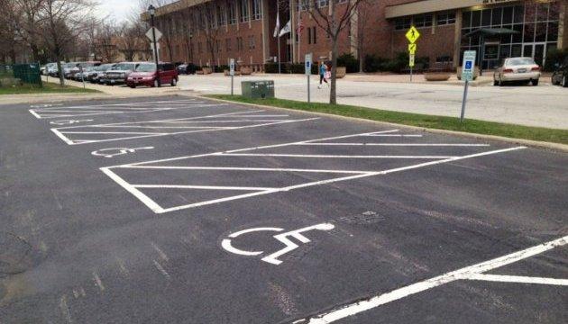 Всем людям с инвалидностью разрешили бесплатно парковаться