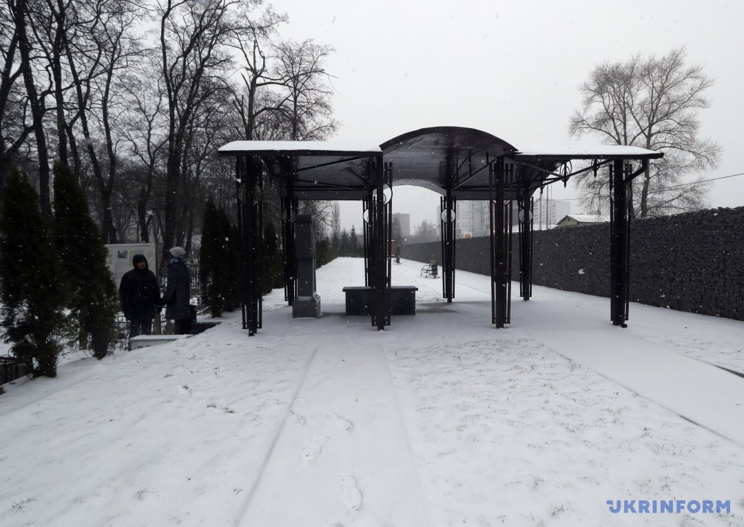 Алея почесних поховань на території Державного історико-меморіального Лук'янівського заповідника