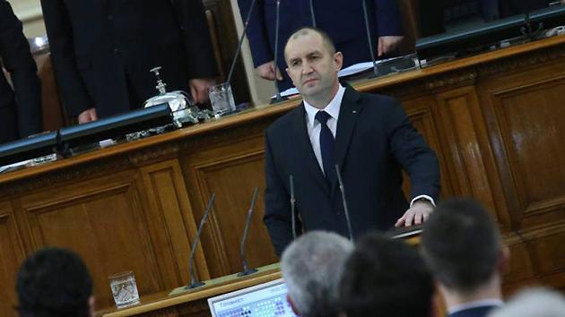 Румен Радев принимает присягу в парламенте